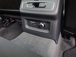 画像1: Audi純正A4(F4)/A5(F5)系リアシート用USBチャージングアダプター