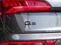 画像1: Audi純正リア用Q5ブラックエンブレム